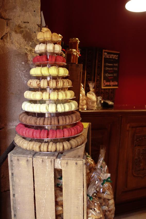 Macaron tower, macaroons Najac 01401